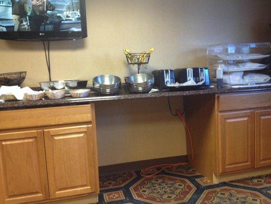 Hartford Hotel & Conference Center : Skimpy & depressing breakfast