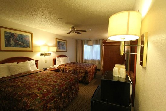 Americas Best Value Inn & Suites Cheyenne : Room.