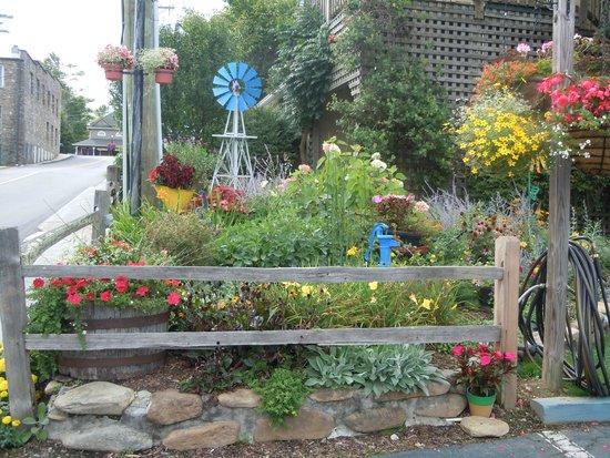 Homestead Inn: One of the flower gardens