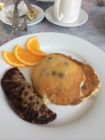 Northwood Inn: blueberry pancakes with sausage and orange slices