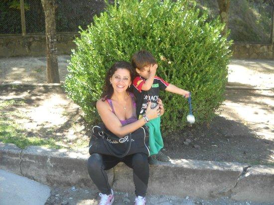 Gruta de Lourdes Alta Gracia: en la gruta visitando a la Virgen...