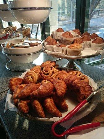 Travelodge Mirambeena Resort Darwin: A lovely breakfast spread