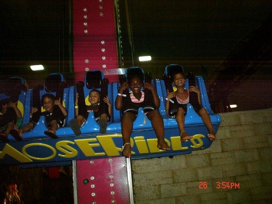 Mt. Olympus Water & Theme Park: one of the indoor kiddie rides