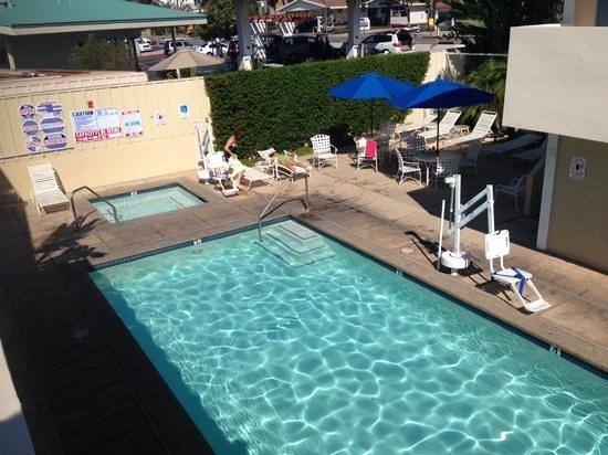 Sandpiper Lodge: pool area