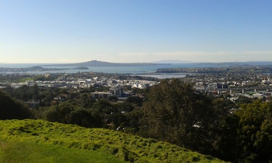 Twin Harbours Tours: view over the harbour from volcanic cone Mt Eden