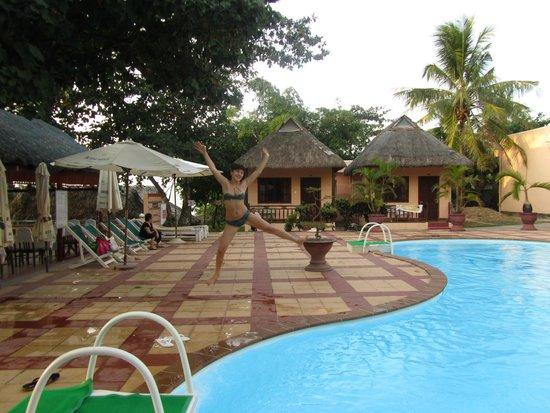Kim Hoa Resort: бассейн
