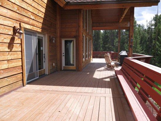 The Great Bear Inn: Empty deck