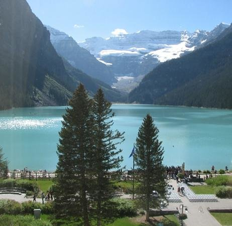 Fairmont Chateau Lake Louise : Lake view from room 363