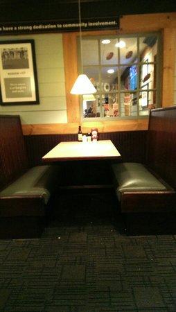 Ninety Nine Restaurant : Une table !!!