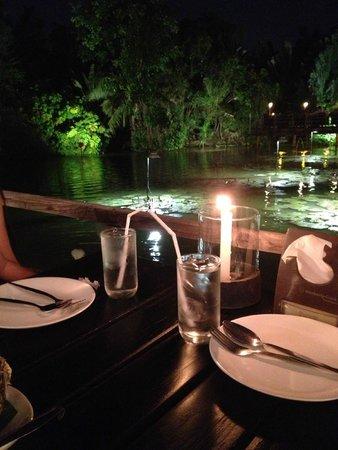 Waterside Resort Restaurant: Table setting