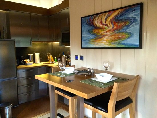 One On Marlin: Dining area