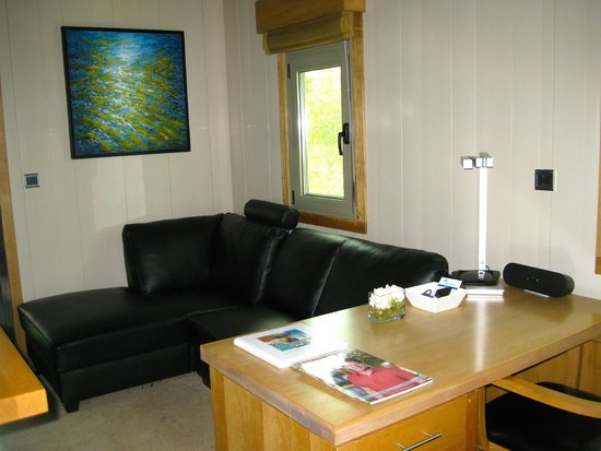 One On Marlin : Living room area