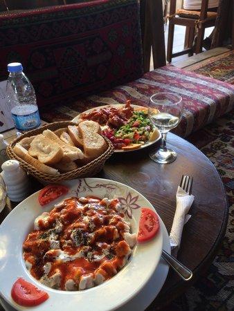 Silk Road Restaurant & Kebap House: Manti with garlic yogurt and tomato based sauce