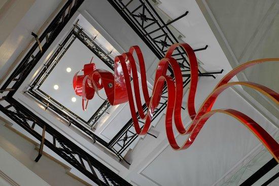 Hotel Unico Madrid: Art installation a nice pop of colour!