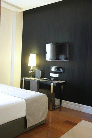 Hotel Unico Madrid: Adjacent wall to next room