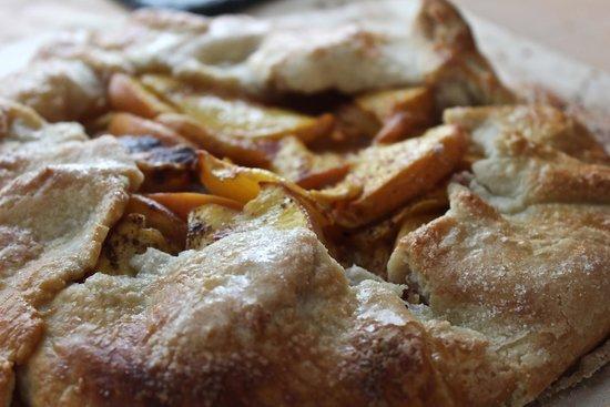 1837 Cobblestone Cottage Bed and Breakfast: peach crostata