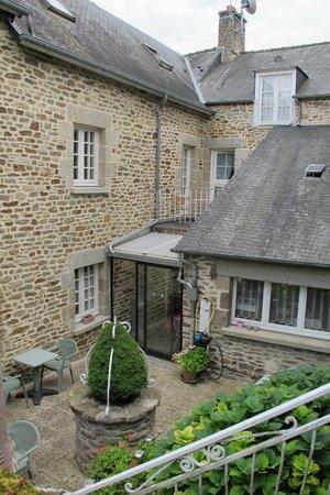 Hotel de la Porte Saint-Malo: outdoor area