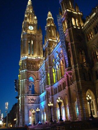 Rathaus à noite