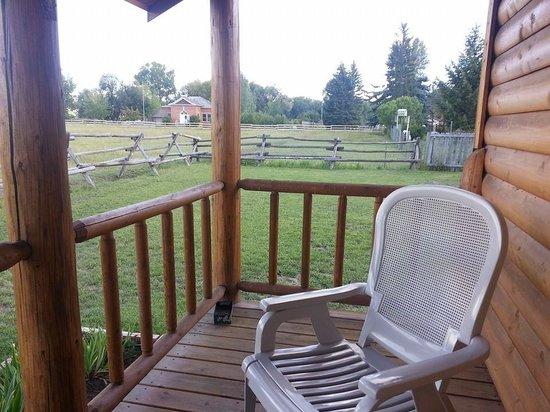 Elijah's Rest Cabins & Breakfast: Elijah's Rest Cabin porch
