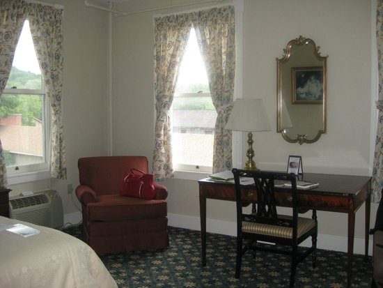 Middlebury Inn: Bedroom corner