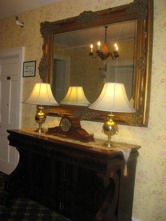 Middlebury Inn: One of the corridors