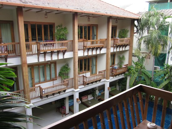 Vieng Mantra Hotel: View of courtyard from window