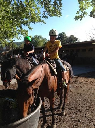 Rocking Horse Ranch Resort: My daughter the horse riding specialist!!