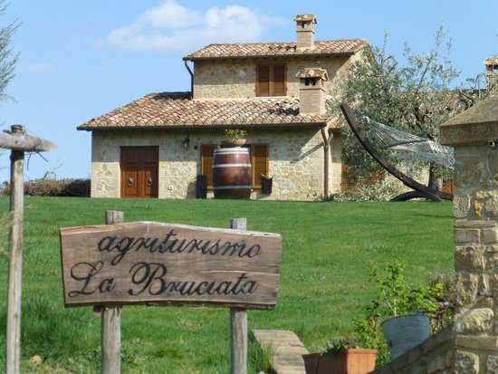 Agriturismo La Bruciata: Beautiful Farmhouse!