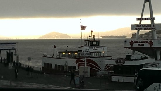 Bistro Boudin : View of Alcatraz from our seats