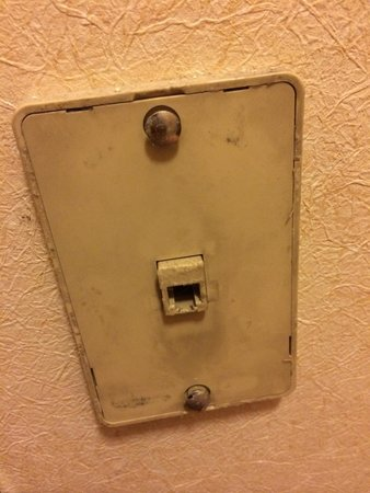 Holiday Inn Express Portland East-Troutdale : A nasty dirty telephone outlet in our room