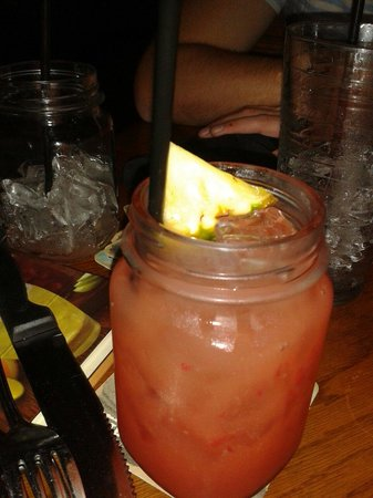 Cracker Barrel : Strawberry sangria