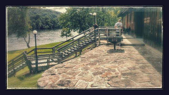 Gaston's White River Resort: The back deck