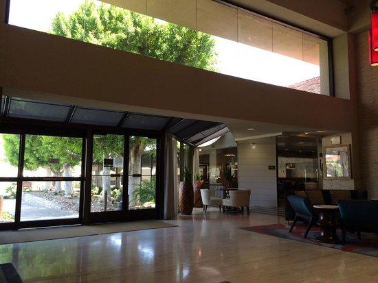Hilton Palm Springs: 玄関