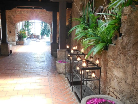 Hotel Museo Spa Casa Santo Domingo: The candles lit at night