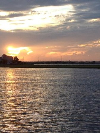 Hampton Inn and Suites Chincoteague-Waterfront : Sunset from the back deck