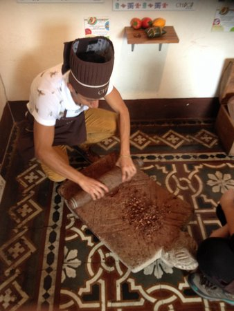 ChocoMuseo: Alejandro is grinding cacao beans the Mayan way