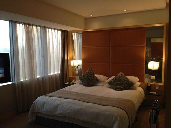Jin Jiang Tower Hotel: デラックスルーム