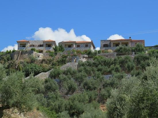 Vardia Hotel: view of hotel from old Kardamyli