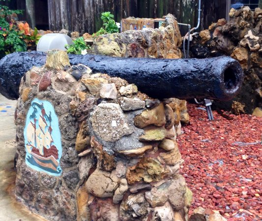 Driftwood Resort: Cannon