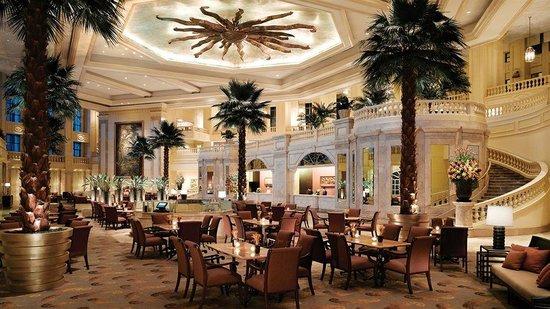 The Peninsula Manila : The hotel's grand lobby