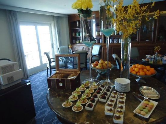 The Ritz Carlton Laguna Niguel Club Level Such A Treat