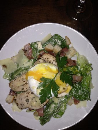 Isobel's Hanmer Springs Restaurant: Chicken Caesar Salad