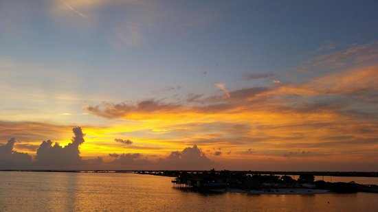 Bay Harbor Hotel: Sunset from balcony