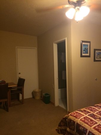 Three Rivers, CA: The room