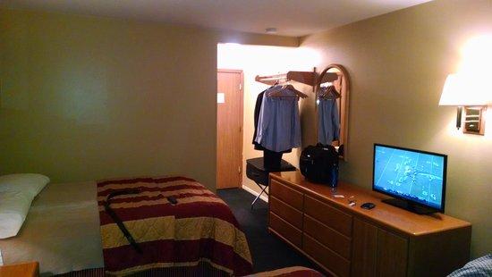 Alpine Inn: Room 209