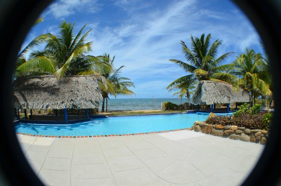 Sarkiki Reef Resort: Swimming pool area
