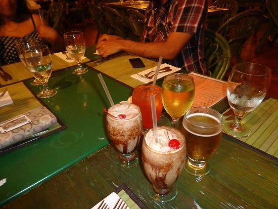 Cafe Coco Restaurant & Bar : Drinks- mudslide, run punch, wine.