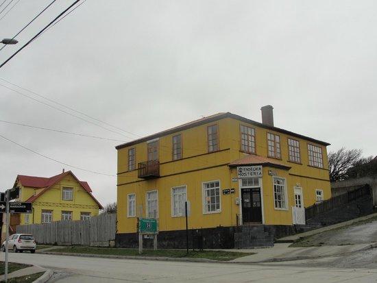 Hosteria Yendegaia House: Vista del Hospedaje y alrrededores