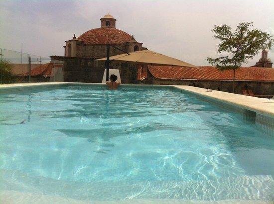 Billini Hotel: Pool and terrance