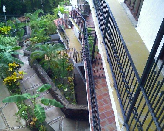 Villas Loma Linda: entrance walk